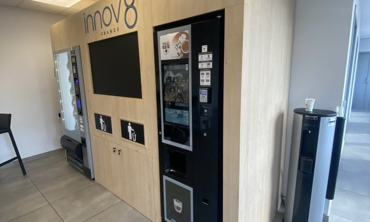 Meuble créé sur-mesure d'habillage a machine à café, DiegOlivia spécialiste de l'agencement pour DA (distribution automatique) à proximité de Lyon 6